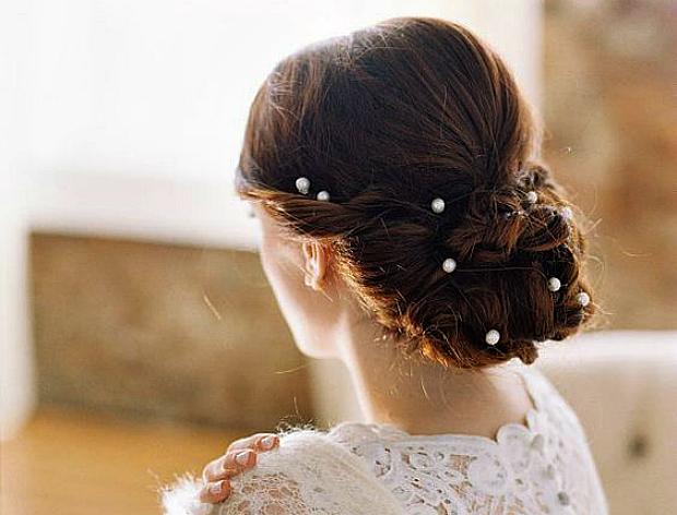 Багато дівчат сьогодні носять короткі стрижки і ніхто не скаже, що це не красиво. Комусь подобається довге волосся, хтось обирає зачіски середньої дов