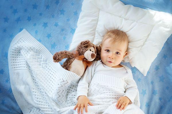 Є декілька порад для тих батьків, у яких малюк просинається вночі і хоче бавитися.