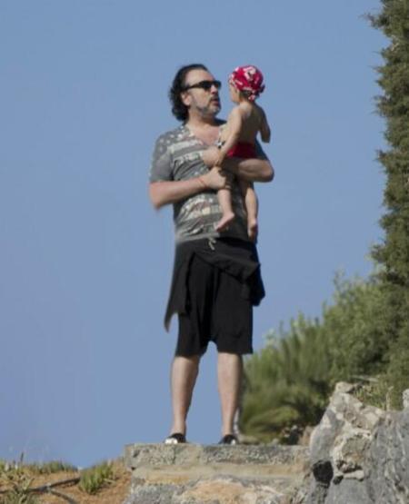 Російський співак Філіп Кіркоров повіз сина Мартіна та доньку Аллу-Вікторію до моря. Для тихого відпочинку з дітьми артист обрав Грецію.