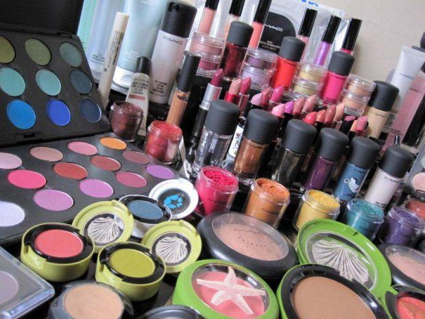 Жінка, яка доглядає за собою, повинна знати декілька речей в косметології, щоб не нашкодити своїй зовнішності і здоров'ю. У матеріалі ми розповіли про