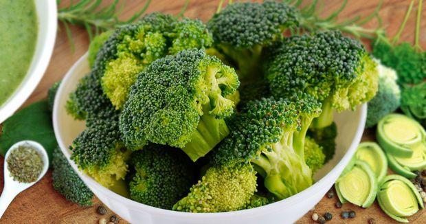 Броколі - це різновид капусти. Цей овоч багатий на вітаміни і мінерали, серед яких вітаміни А, В9, К, С, а також калій, фосфор, залізо, кальцій і магн