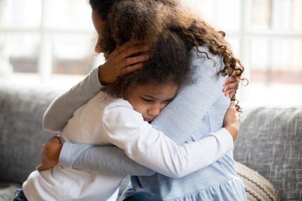 Професор UCLA, доктор Шеллі Тейлор та її колеги припустили, що жінки, і зокрема дівчата, можуть бути менш схильні реагувати на стрес потужною відповід