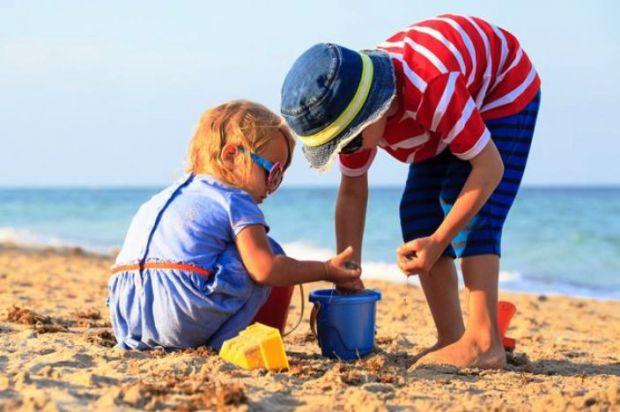 Поездка на море с маленьким ребенком - настоящее испытание для родителей. Ведь необходимо подготовить для ребенка специальные устройства, так сказать,