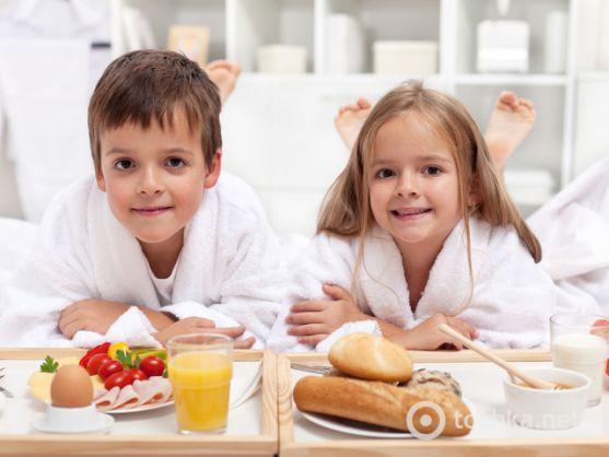 Сніданок є одним з найважливіших прийомів їжі протягом дня. Однак часто діти починають вередувати і відмовляються їсти те, що потрібно і корисно. Сьог