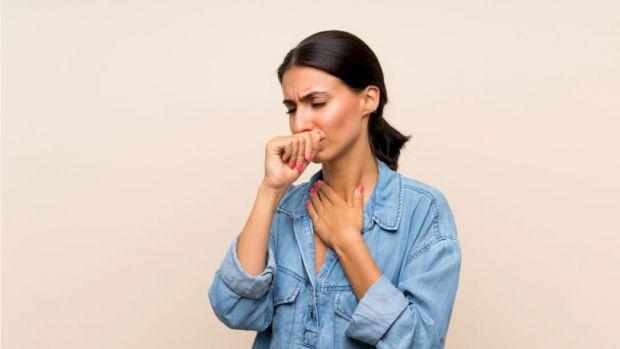 Китайські вчені дослідили вплив розмірів простору на розподіл крапель від кашлю або чхання хворого на коронавірус і з'ясували, що у вузьких приміщення
