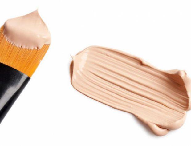 Тональний крем допомагає приховати всі негаразди шкіри.