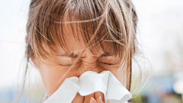 Цікаво, що багато людей не помічають, що коли вони чхають, їх очі автоматично закриваються.