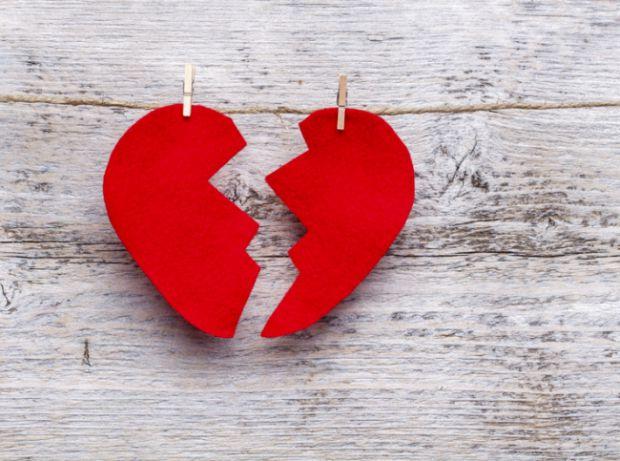 Фахівці повідомили, чи можна померти від розбитого серця після важкого розлучення з другою половинкою.