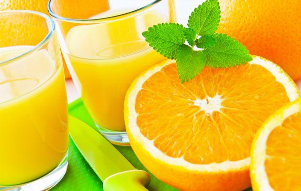 Медики закликають виключити апельсиновий сік з раціону із-за величезної кількості цукру, що міститься в ньому.