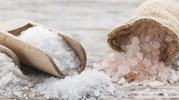 Чому зараз популярним стало додавати сіль в шампунь, і чим це корисно - читайте далі.