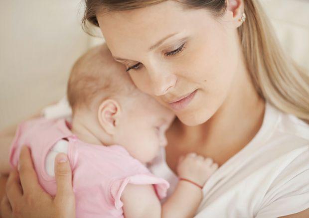 Опитування британських соціологів показало, що 50% молодих мам відчувають нестачу уваги з боку членів сім'ї. Саме це і стає головною причиною виникнен