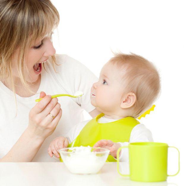 Книга іспанського педіатра Карлоса Гонсалеса «Моя дитина не хоче їсти» давно в списку бестселерів. Ми вирішили заощадити ваш час і зібрали найцікавіші
