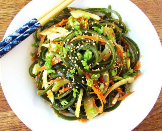 Морська капуста, або ламінарія, - продукт для тих, хто хоче схуднути. Ці водорості сприятливо впливають на кишечник і травну систему.