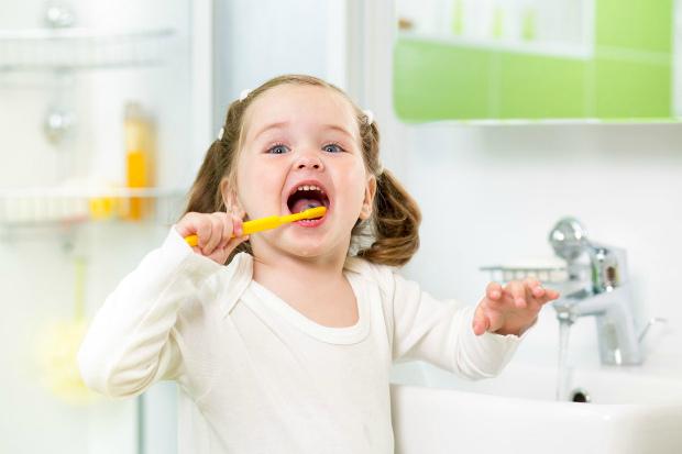 Варто знати, як швидко та просто привчити дитину чистити зубки. І ми вам про це розповімо! Повідомляє сайт Наша мама.