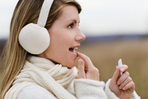 Як лікувати герпес, не звертаючись до лікаря?Медики поділяють герпес на три категорії: герпес на губах, генітальний герпес та оперізувальний герпес.