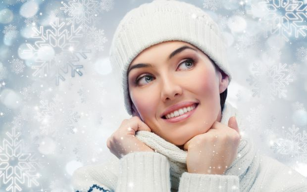 За словами дерматолога Теда Лейна, холод і сухість в прохолодний період призводять до чутливості шкіри, що і прискорює старіння клітин шкіри.