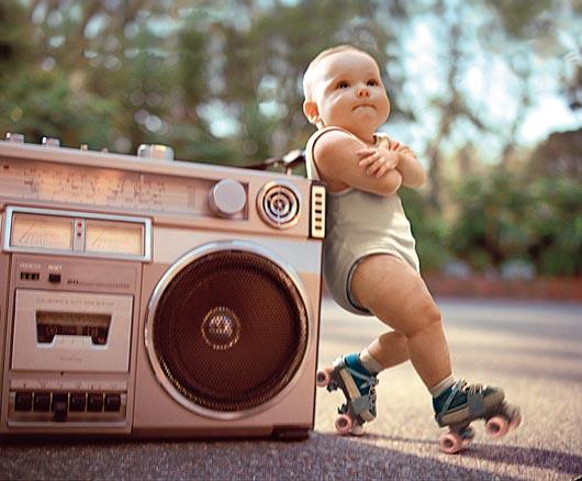 А ви б так змогли?Цей 2-річний карапуз так танцює джайв, що всі дорослі самі не проти повторити його досягнення. А ви б хотіли так станцювати?!)