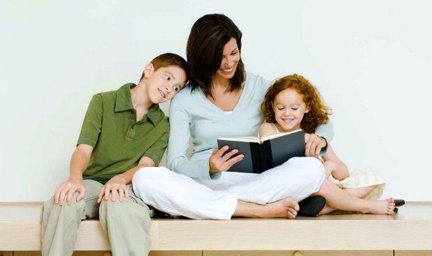 Часто дорослі запитують, чому буває так, що одні дітки постійно в центрі уваги, а інші тихенько сидять на лавочці? Чому когось усією компанією дражнят