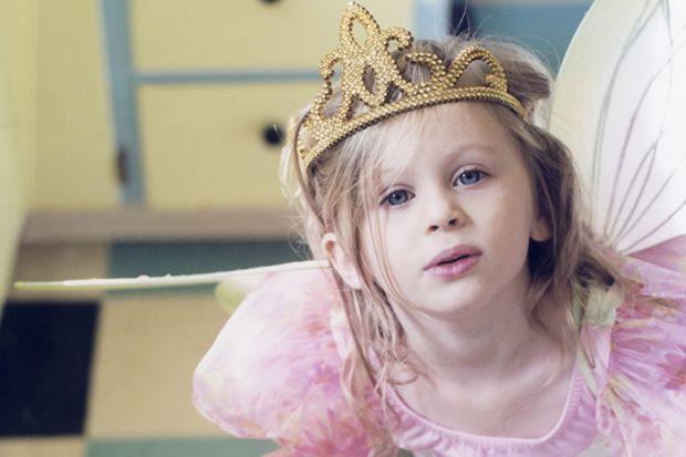 Психологи запевняють, що батьки, які виховують своїх дочок виключно з королівським розмахом, запевняючи дівчинку, що вона справжня принцеса, а значить