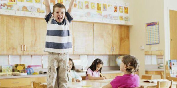 Вчені розповіли, що чим раніше дитина йде в школу, тим більше зростає ризик отримати діагноз «гіперактивність».