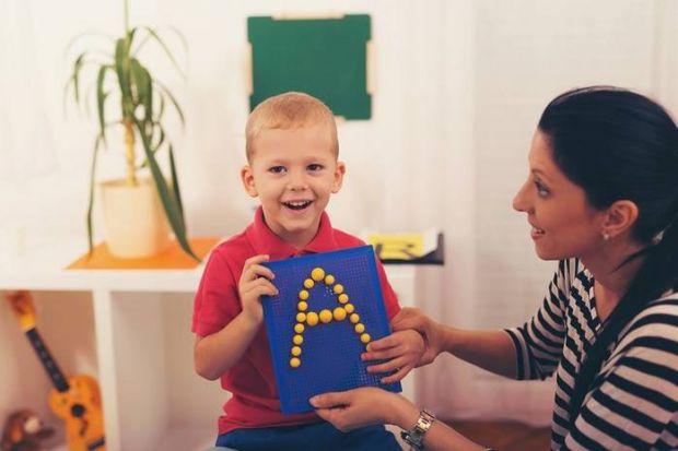 Багато батьків хочуть, щоб дитина з дитинства освоїла кілька мов. Вони починають з нею спілкуватися іноземною мовою і чекають, коли малюк скаже свої п