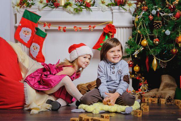 Різдвяні казки - це не просто історії, вони пахнуть дивом. Розповідаючи їх, ви прищеплюєте дитині любов до свята і віру в прекрасне. В мрії.