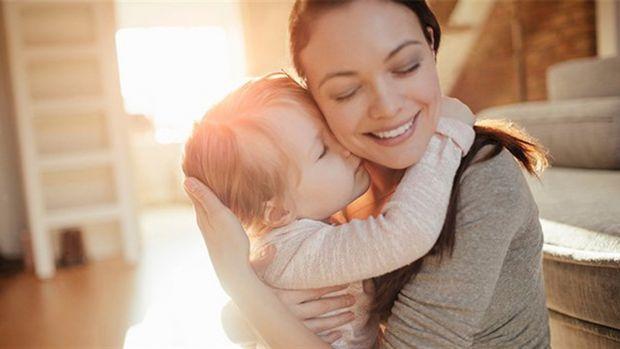 Вчені вважають, що обійми є важливою частиною побудови особливого зв'язку між дитиною та мамою чи татом. Під час дослідження, яке опублікувало видання