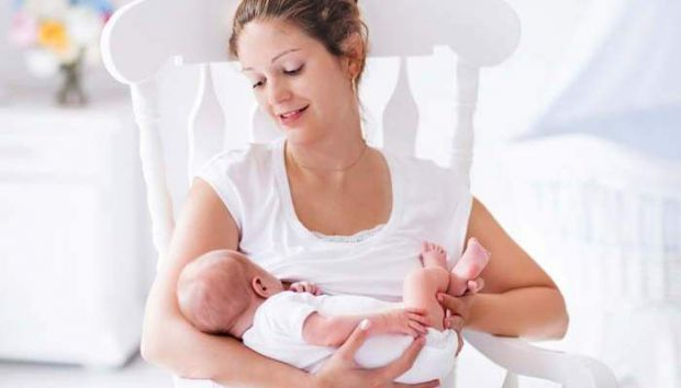 Вагаєтеся, чи будете годувати немовля грудьми?