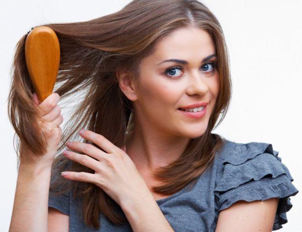Погодьтеся, лупа – жахливе захворювання. Воно стає причиною ослаблення волосся, оскільки блокує доступ кисню до шкіри голови. Ще один неприємний симпт