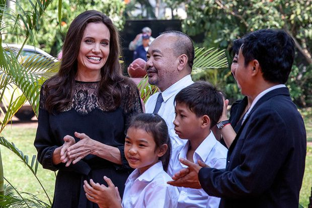 ШОК: Анджеліну Джолі розкритикували за садистські методи