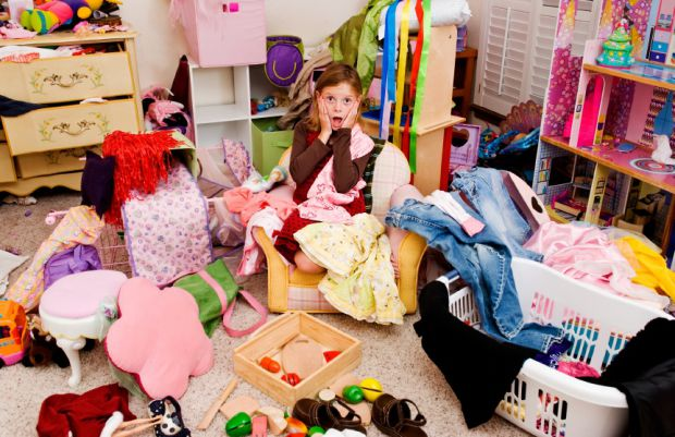 Кожній мамі хочеться, щоб в дитячій кімнаті панував ідеальний порядок. Спочатку його доводиться наводити своїми силами, а потім до нього привчають і д