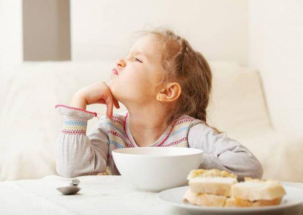 Дитина не хоче їсти? Не спішіть її змушувати доїдати до останньої ложки.