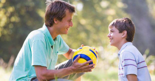 Батьки люблять своїх дітей і бажають їм всього найкращого, але не варто вирішувати за них всі проблеми та весь час у всьому допомагати. З матеріалу ви