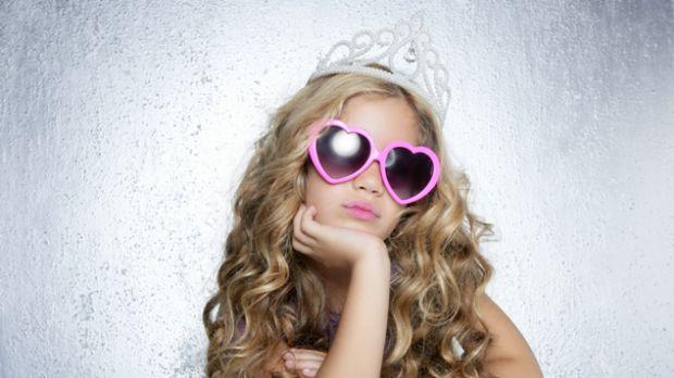 Якщо ваша донька відчула себе принцесою і вимагає надто багато від вас, тоді почитайте 5 порад, які допоможуть донці позбутися синдрому принцеси.