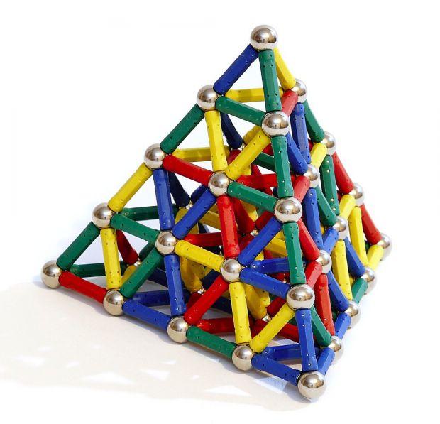Сувенірні магнітики на холодильник чи іграшки з магнітом приносять задоволення дорослим і дітям, але вони можуть і зашкодити людині.