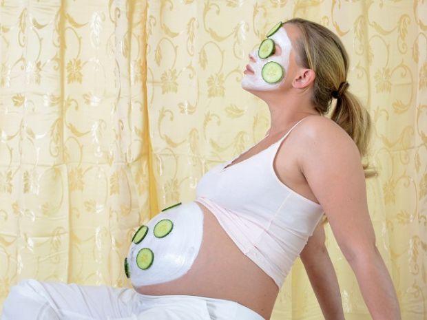 Косметичні процедури, які не рекомендується робити вагітній жінці, щоб не завдати шкоди собі і своєму майбутньому малюку.