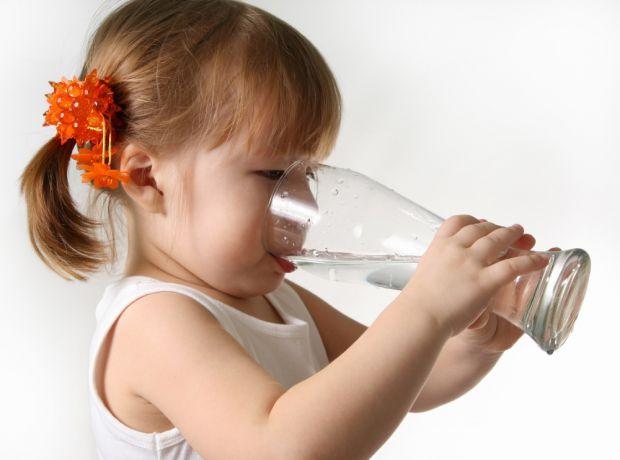 У дитини, як і у багатьох дорослих, бажання їсти під час хвороби часто зникає, тому батьки змушені вигадувати таке харчування, яке не лише даватиме си
