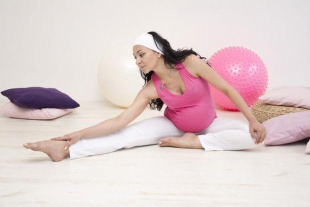 Підтримати своє тіло в тонусі, допомогти м'язам краще підготуватися до пологів, а також не набрати зайву вагу під час вагітності допоможуть фізичні вп
