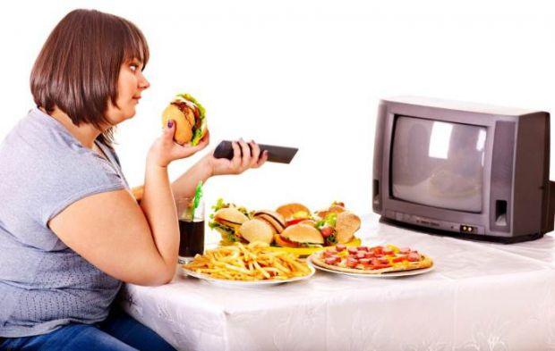 Як показали дослідження, фастфуд й інша шкідлива їжа можуть спровокувати розвиток у дітей, онуків і правнуків ожиріння, діабету, алкоголізму і наркома