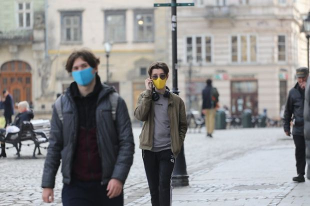 З пандемією масок та рукавичок стало в сотні тисяч разів більше. Повідомляє сайт Наша мама.