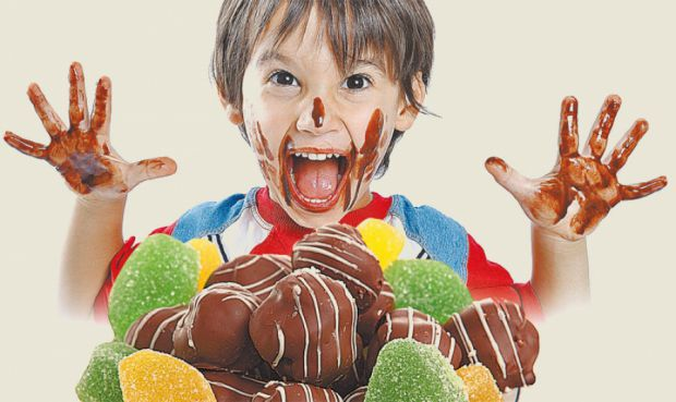 Коли можна частувати дітей солодощами - читайте далі.