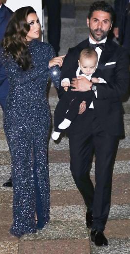 Єва Лонгорія зі сім'єю з'явилась на червоній доріжці в Каннах