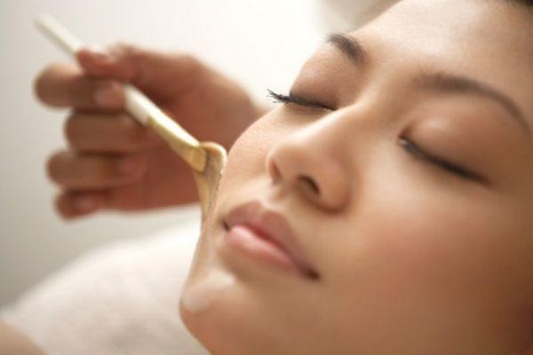 Якщо вашу шкіру не рятують креми, тоді варто подбати про живильні маски. А навіщо платити більше, якщо їх можна приготувати в домашніх умовах? Які сам