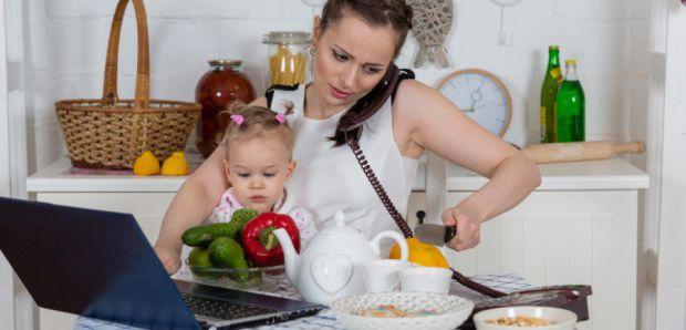 Виявилося, що якщо скласти всі обов'язки бізнес-мам (офіс, будинок, діти), виходить, що вони трудяться в середньому майже 100 годин на тиждень. Це екв