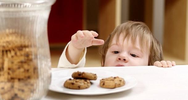 Спіймати дитину на крадіжці - це шок для батьків. Чому діти так роблять і, як це виправити?