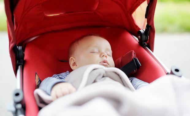 Якщо у вашій оселі скоро з'явиться малюк, варто подумати про покупку найбільш необхідних речей. Сьогодні чи не найважливішою покупкою являється візочо