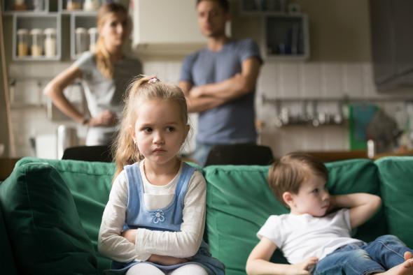 Насправді, не лише школярі можуть лаятися, часто маленькі діти, які ще тільки почали ходити в садок, вже можуть говорити погані слова. Перш за все, це