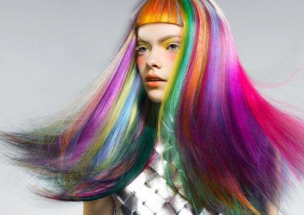 Рожеве волосся, пірсинг чи тату... Як спокійно ставитись до такого вибору своїх дітей-підлітків?