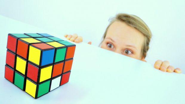 Не знаєте, що подарувати дитині - купіть їй кубик Рубик - чудова іграшка для розвитку дитини.