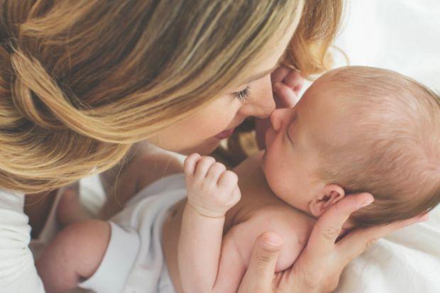 Малюк, якого ви дев'ять місяців носили під серцем, зараз вже поряд. І, напевно, серце наповнюється любов'ю, ніжністю і... Тому хочемо підтримати, засп